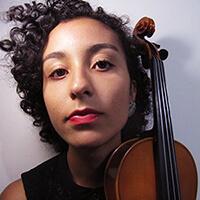 Camila Coelho - Professora de Violino