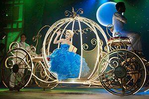 Cinderella dentro da carruagem