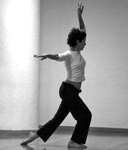 Professora Melina Sanchez dançando