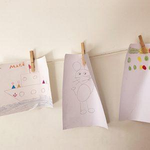 varal de desenhos de crianças