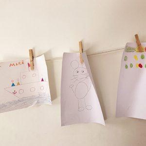 desenhos de crianças na parede
