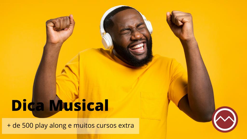homem negro ouvindo musica feliz