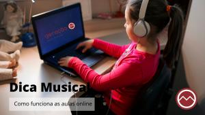 menina estudando online