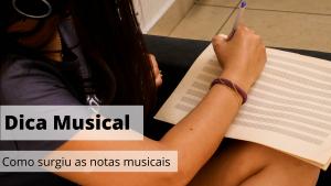 menina escrevendo partitura